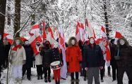 «Победа близко»: Жители минской улицы Леонида Беды прогулялись по парку