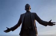 Белорусы потребовали объяснить, кто разрешил ставить памятник сербскому олигарху в Минске