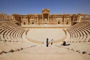 В древнем амфитеатре Пальмиры подростки-исламисты расстреляли 25 пленных