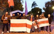 Активисты «Молодого фронта» и защитники Куропат пришли на пикет «Европейской Беларуси»