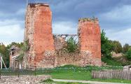 Фоторепортаж: Кревский замок меняет облик
