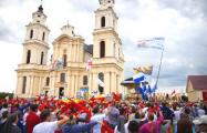 Две тысячи католиков провели шествие по проспекту Независимости в Минске