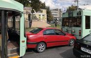 Фотофакт: В Минске троллейбус впечатал Toyota в другой троллейбус