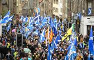 Видеофакт: Тысячи шотландцев вышли на марш за независимость