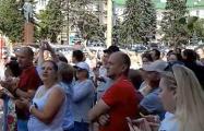 В Барановичах демонстранты вызывают лукашенковского назначенца на разговор
