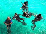 Правительство Мальдив ушло совещаться под воду