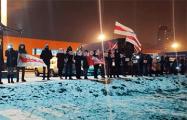 Жители Лошицы вышли поддержать бабушек и дедушек