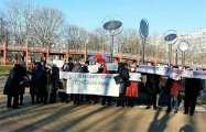 Солигорские пенсионеры поддержали медиков на Марше мудрости