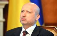 Турчинов: Независимая Украина начинается за спиной солдата в окопе на передовой