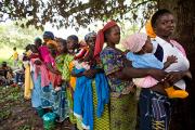 В Танзании разрешили регистрировать детей по мобильному телефону
