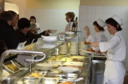 Белорусы на еду тратят более 40 процентов своих зарплат