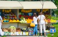 Чиновникам мешают палатки с овощами и фруктами на улицах Минска