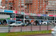 Люди собираются на акции солидарности в разных районах Минска