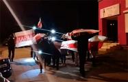 В Сухарево минчане вышли на марш под бело-красно-белыми флагами