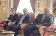 Фотофакт: С какой улыбкой Лукашенко смотрит на арабского шейха