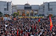 В Бишкеке продолжаются стычки митингующих с милицией
