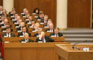 «В правительстве экономикой ни один не занимается - только болтовней»