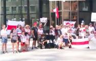 В Торонто возле здания ООН развевались бело-красно-белые флаги