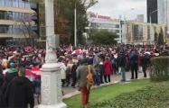 Море людей идет к Стеле в Минске