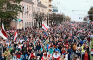 Фоторепортаж: Масштабный Марш 97% под национальными флагами