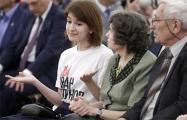 Протест в Кремле: девушка в майке в поддержку Голунова час сидела напротив Путина