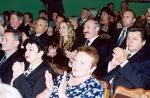 Диктатор идет в театр: вокруг Купаловского десятки «театралов» с рациями