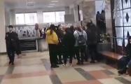 Студенты МГЛУ вышли на протест и поют «Купалинку»