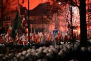 Националисты в Варшаве устроили пожар у посольства России
