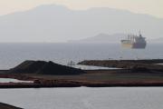 У берегов Индонезии потерпело крушение судно с сотней пассажиров