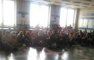 В главном корпусе БГУ около 100 студентов провели акцию протеста