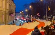 По Вильнюсу пронесли 300-метровый БЧБ-флаг