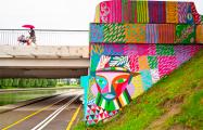 Фотофакт: Коммунальщики закрасили граффити на Октябрьской