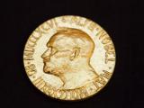 Нобелевские лауреаты потребовали лишить Евросоюз премии мира