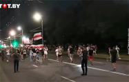 Жители Бреста идут по проезжей части и скандируют «Уходи!»