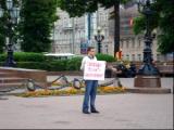 У посольства Беларуси в Москве прошла серия одиночных пикетов