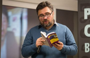 Змитер Бартосик презентовал в Минске свою книгу