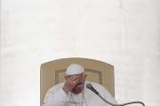 Папа Римский извинился за священников-педофилов