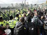 Британские экологи во время акции протеста ранили троих полицейских