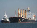Сомалийские пираты напали на сухогруз в Красном море