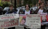 Белорусские посольства в Европе осаждают пикетами (Фото)
