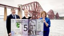 Шотландский банк начал выпуск пластиковых денег