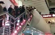 Белорусы исполнили «Магутны Божа» в торговом центре в Серебрянке