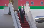 Видеофакт: Как Лукашенко спускался по трапу самолета в Ереване