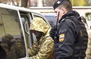 Видеофакт: Украинских моряков приветствуют в Москве криками «Слава Украине!»