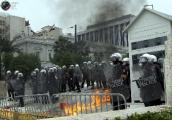 В Риме демонстранты подожгли здание министерства обороны