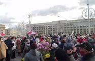На площади Независимости в Минске собираются участники Марша мудрости