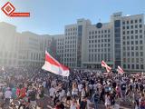 Площадь Независимости заполняется людьми