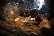 В пещере на Алтае нашли останки живших 50 тысяч лет назад людей