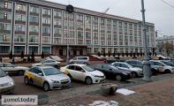 Гомельские таксисты устроили забастовку возле облисполкома