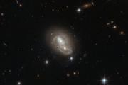 Телескоп «Хаббл» запечатлел быстрые пересекающиеся галактики